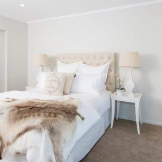 Light and Bright - Home Staging - master bed