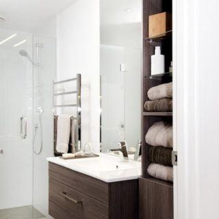 Rustic Features - Home Staging - bathroom