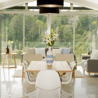 Colours of Nature - home staging - dining room
