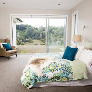Colours of Nature - home staging - master bedroom
